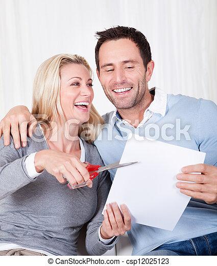 über, zerstückeln, frau, lachender, dokument - csp12025123