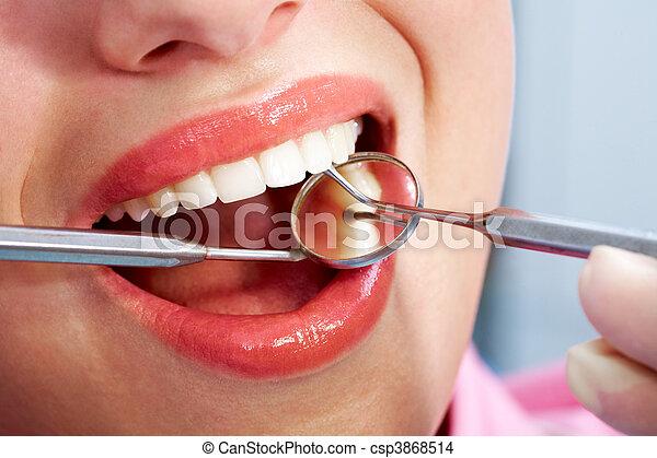 Zahnuntersuchung - csp3868514