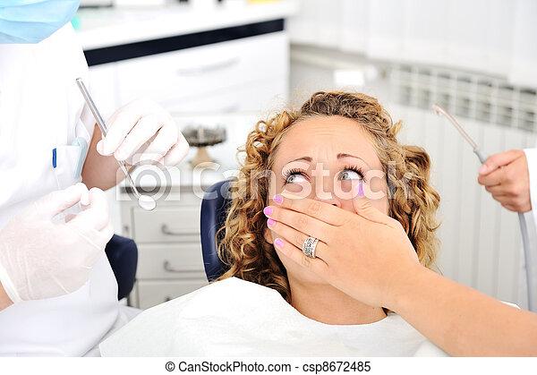überprüfung, erschrocken, zahnarztes, m�dchen, z�hne - csp8672485