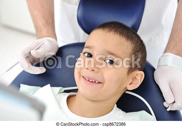 Zahnuntersuchung, eine Reihe verwandter Fotos - csp8672386