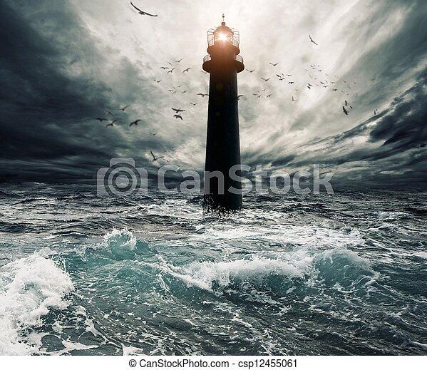 überschwemmt, aus, himmelsgewölbe, leuchturm, stürmisch - csp12455061