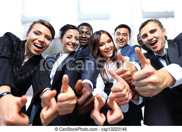 ügy emberek, sikeres, feláll, lapozgat, mosolygós - csp13223146