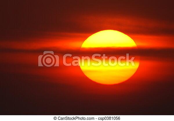 červeň, východ slunce - csp0381056