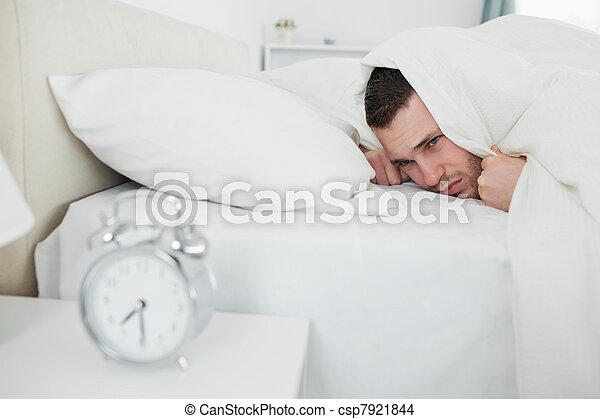 άγρυπνος , τρομάζω , άντραs , ζωή , ρολόι , ενόχλησα  - csp7921844