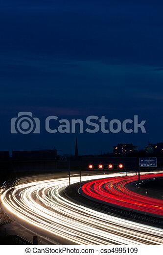 άμαξα αυτοκίνητο , εθνική οδόs , νύκτα  - csp4995109