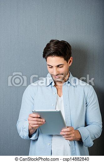 άντραs , εργαζόμενος , tablet-pc - csp14882840