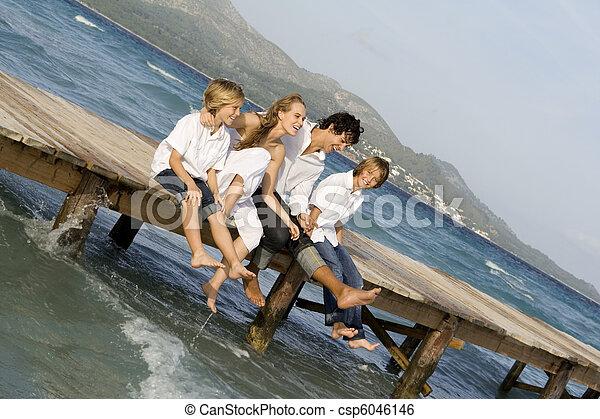 ακμή άδεια , οικογένεια , ευτυχισμένος  - csp6046146