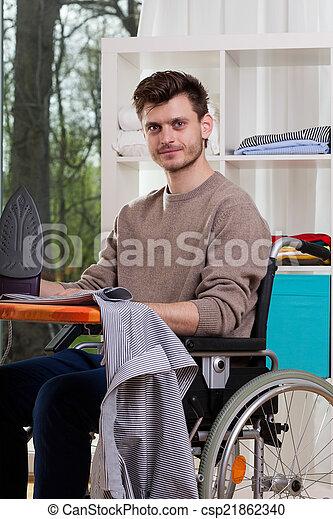 ανάπηρος , αδυσώπητος ταμπλώ , άντραs  - csp21862340