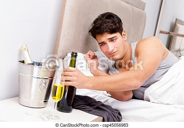 αργά , μετά , partying , επακόλουθο μέθης , άντραs  - csp45056983