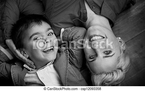 αστείο , έχει , οικογένεια , ευτυχισμένος  - csp12093358