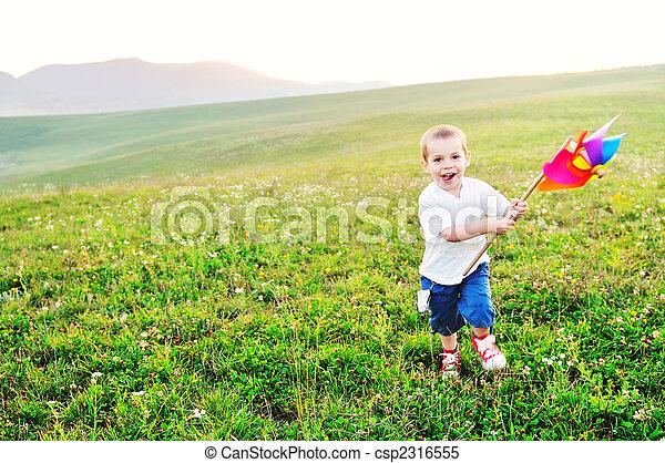 αστείο , ευτυχισμένος , υπαίθριος , έχω , παιδί  - csp2316555