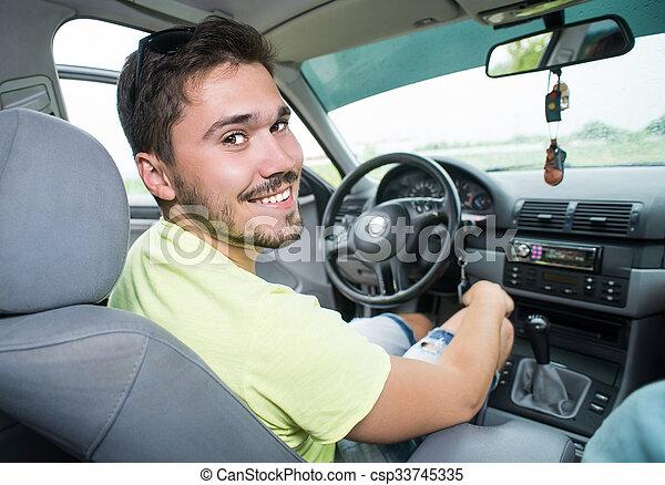 αυτοκίνητο , χαμογελαστά , έφηβος , οδήγηση  - csp33745335