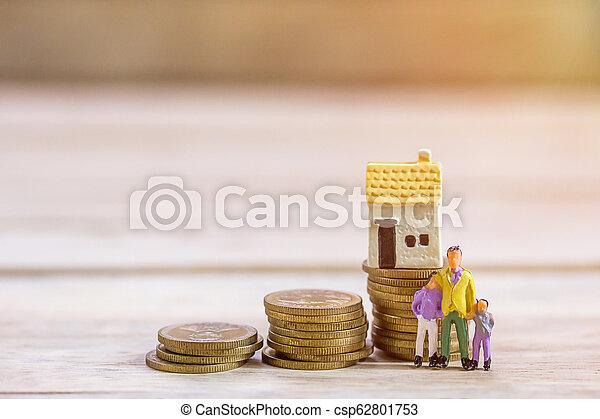 βήμα , επιχειρηματίας , παιχνίδι , μινιατούρα , οικογένεια , κέρματα , ακάθιστος , house., people: - csp62801753