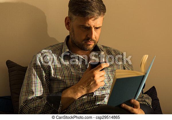 βιβλίο , άντραs  - csp29514865