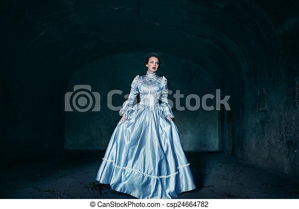 βικτωριανός γυναίκα , φόρεμα  - csp24664782