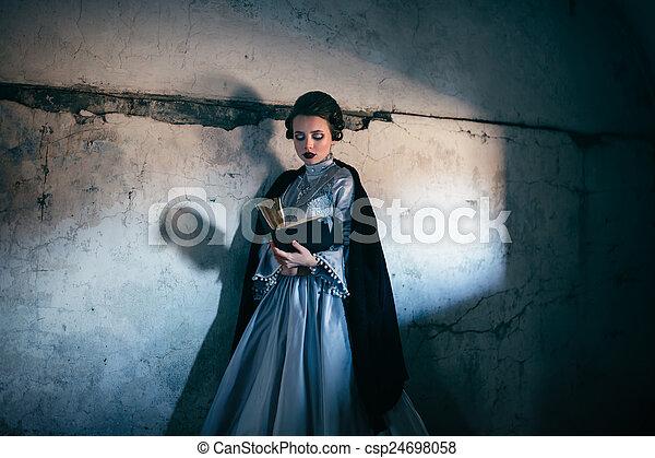 βικτωριανός γυναίκα , φόρεμα  - csp24698058