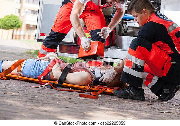 βοήθεια , μετά , πρώτα , ατύχημα  - csp22225353