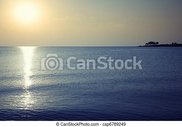 βράδυ , θάλασσα  - csp6789249