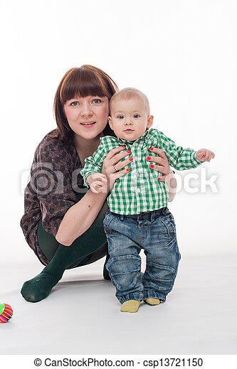 βρέφος αγόρι , δικός του , μητέρα  - csp13721150