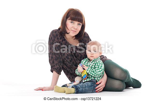 βρέφος αγόρι , δικός του , μητέρα  - csp13721224