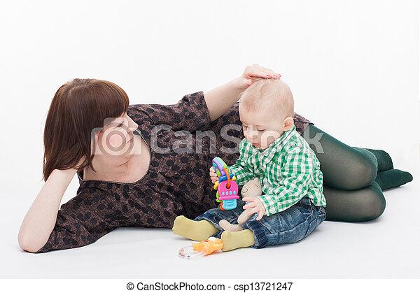βρέφος αγόρι , δικός του , μητέρα  - csp13721247