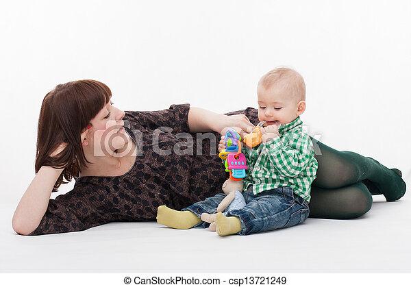 βρέφος αγόρι , δικός του , μητέρα  - csp13721249