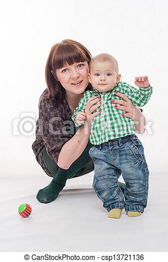 βρέφος αγόρι , δικός του , μητέρα  - csp13721136