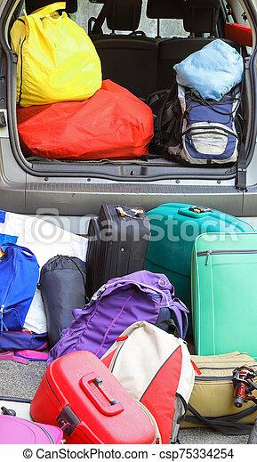 γεμάτος , έτοιμος , γίνομαι , κιβώτιο , αποσκευέs , γιορτή , αυτοκίνητο  - csp75334254