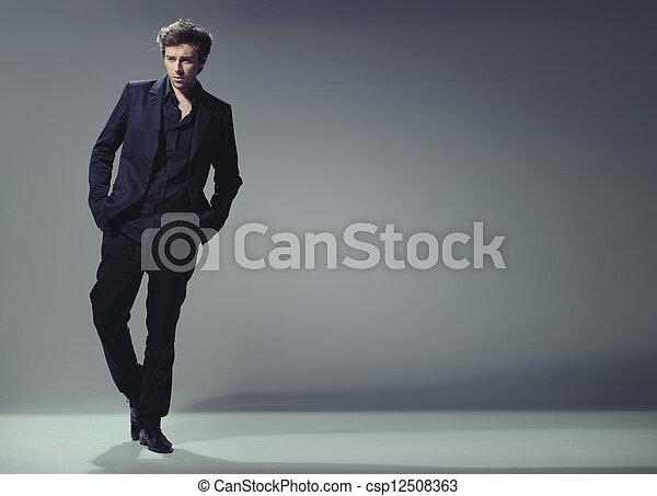 γεμάτος , κομψός , μήκος , καθιερώνων μόδα , άντραs , ωραία  - csp12508363