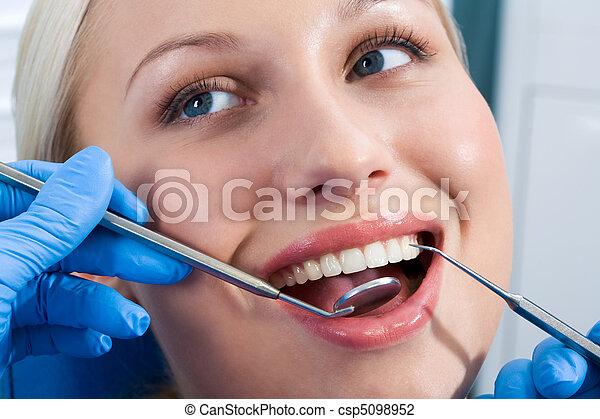 γενική εξέταση υγείας , οδοντιατρικός  - csp5098952
