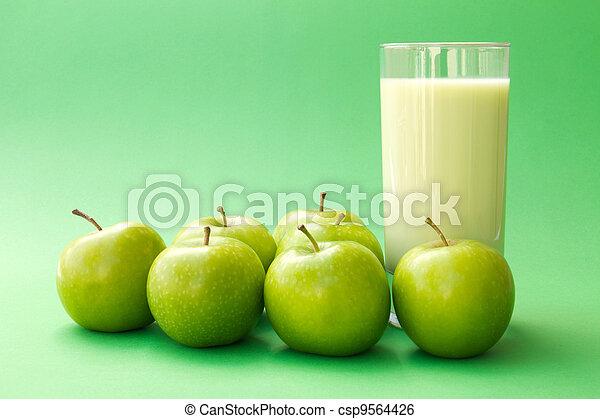 γιαούρτι , πίνω , αγίνωτος μήλο  - csp9564426