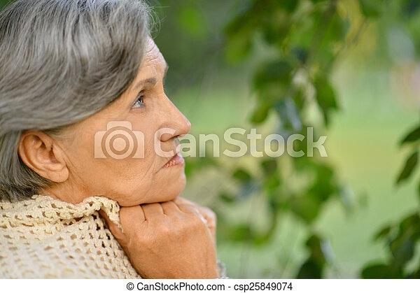γυναίκα , γριά , καλός , άθυμος  - csp25849074