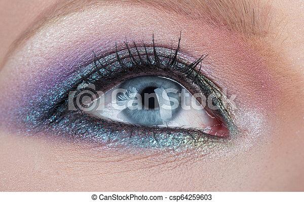 γυναίκα , κλείνω , μάτι , γαλάζιο άποψη , women., φτιάχνω , νέος , eyelid., μαύρο , ανακριτού. , μάτια , γυναίκα , γραφικός , μακιγιάζ , στούντιο , ακτινοβολία , γυναίκεs , smokey , πάνω , mascara., επαγγελματικός , λαμπερός  - csp64259603