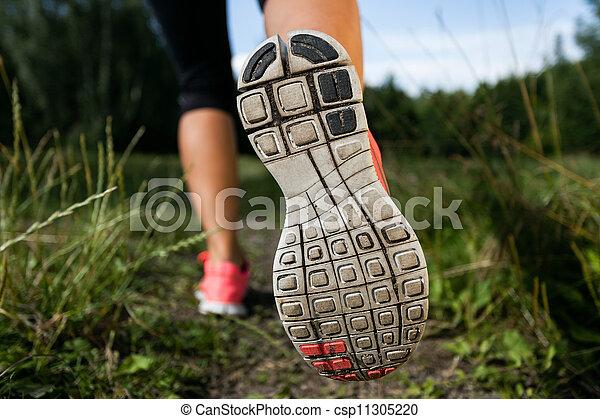 γυναίκα , παπούτσια , φύση , αναστατώνω , τρέξιμο , δάσοs  - csp11305220