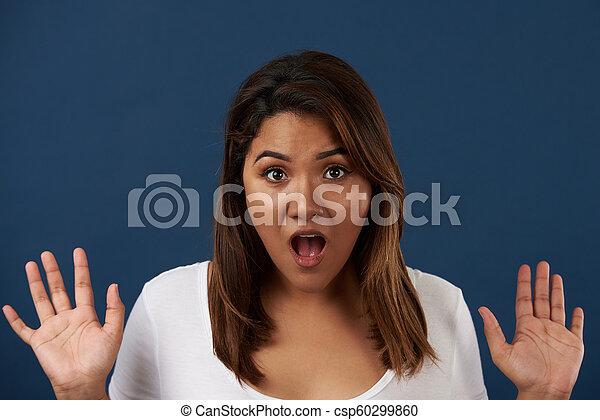 εκπληκτική επιτυχία , γυναίκα , έκφραση , νέος  - csp60299860