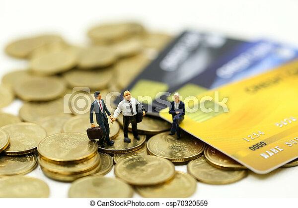 επένδυση , γενική ιδέα , αρμοδιότητα ακόλουθοι , πιστώνω , συμφωνία , συνεταιρισμόs , μινιατούρα , κάρτα , επιχειρηματίας , :, θημωνιά , κέρματα  - csp70320559