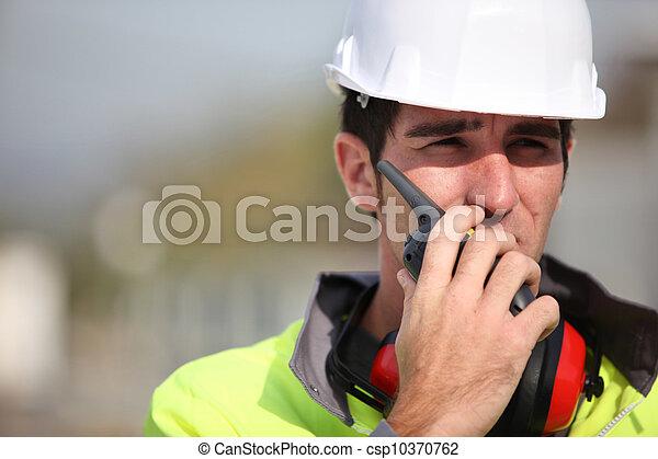 επιστάτης , οδηγίεs , ραδιόφωνο , χρησιμοποιώνταs , δίνω  - csp10370762