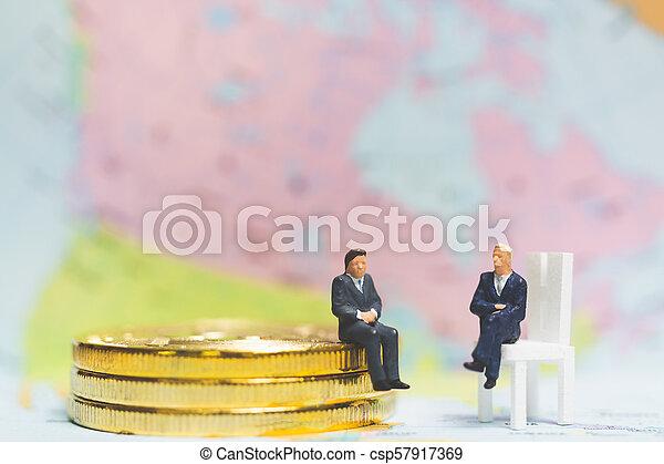 επιτυχία , επιχείρηση , concept., κέρματα , μινιατούρα , επιχειρηματίας , θημωνιά , people: - csp57917369