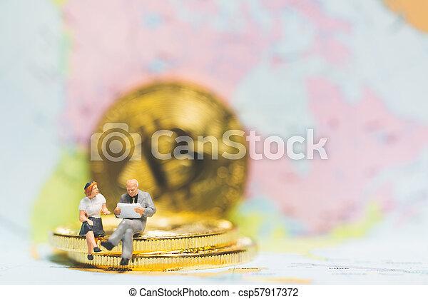 επιτυχία , επιχείρηση , concept., κέρματα , μινιατούρα , επιχειρηματίας , θημωνιά , people: - csp57917372