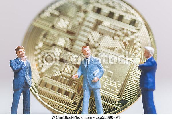 επιχειρηματίας , bitcoin, αντέχω , χαρτονομίσματα , ψηφιακός , μορφή , (cryptocurrency), μινιατούρα , people: - csp55690794