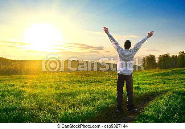 ευτυχισμένος , υπαίθριος , άντραs  - csp9327144