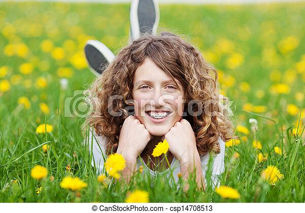 εφηβικής ηλικίας δεσποινάριο , ανακουφίζω από δυσκοιλιότητα , φύση  - csp14708513