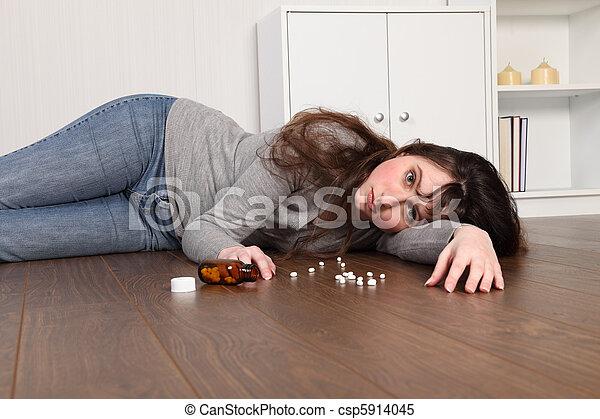 εφηβικής ηλικίας , πάτωμα , κατέθλιψα , κορίτσι , ανιαρός , κειμένος  - csp5914045