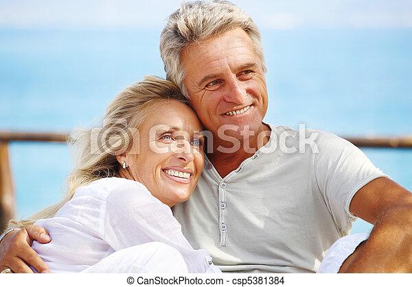 ζευγάρι , ώριμος , ευτυχισμένος  - csp5381384
