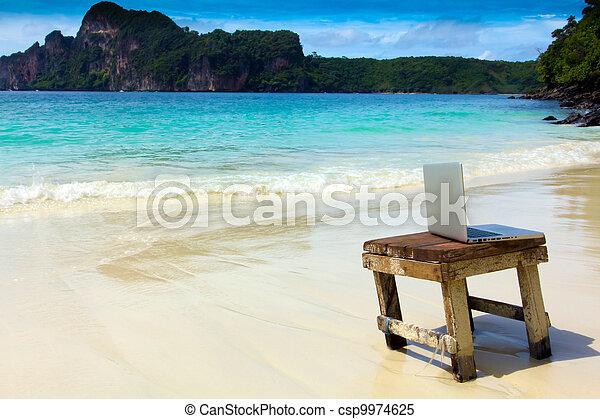 ηλεκτρονικός υπολογιστής , παραλία , σημειωματάριο  - csp9974625