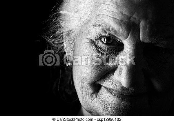 ηλικιωμένος  - csp12996182