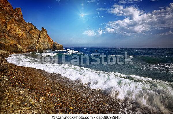 ημέρα , βραχώδης , ηλιόλουστος , ανεμίζω , παραλία  - csp39692945