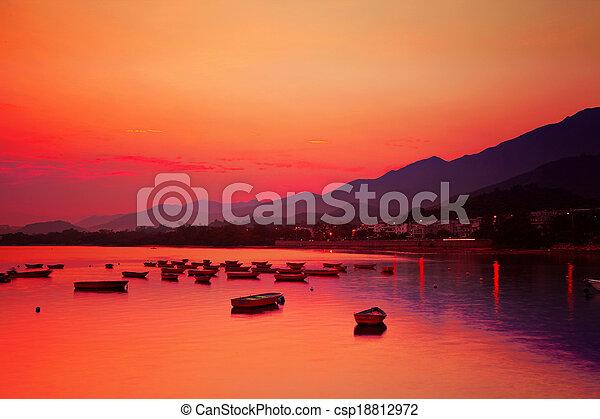 θαλασσογραφία , ηλιοβασίλεμα  - csp18812972