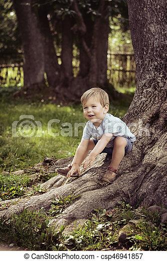 ιλαρός , αγόρι , πάρκο , παίξιμο  - csp46941857