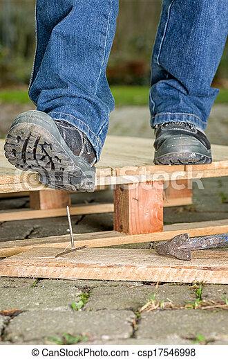 καρφί , ασφάλεια , εργάτης , μπότεs , βήματα  - csp17546998